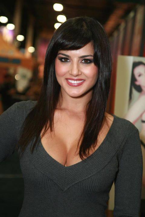 Awesome Smile Sunny Leone